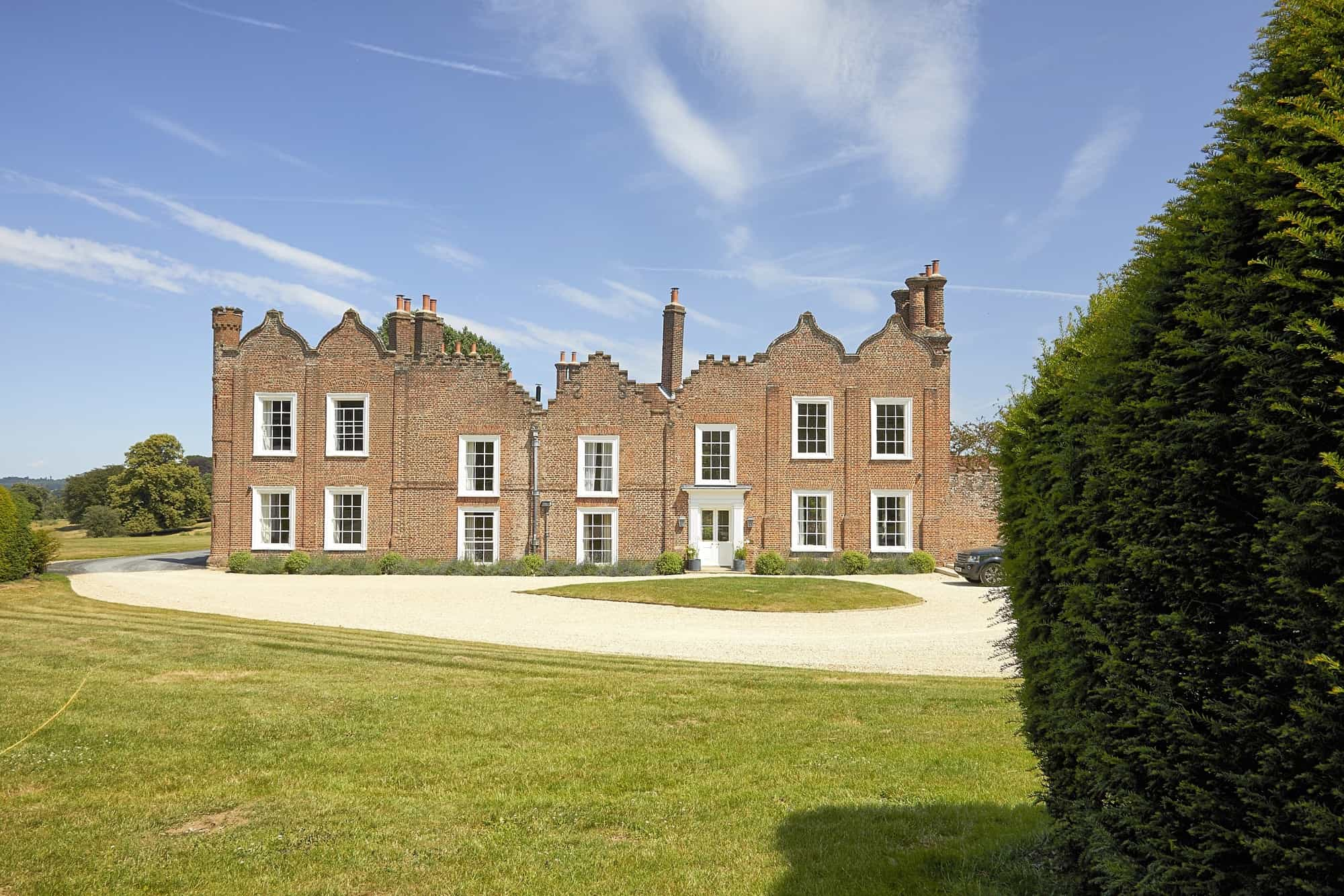 Leighton Manor LU7 - An incredible 10 bedroom Elizabethan Manor House set in 200 acres and renovated to provide high end stylish contemporary interiors - The Location Guys