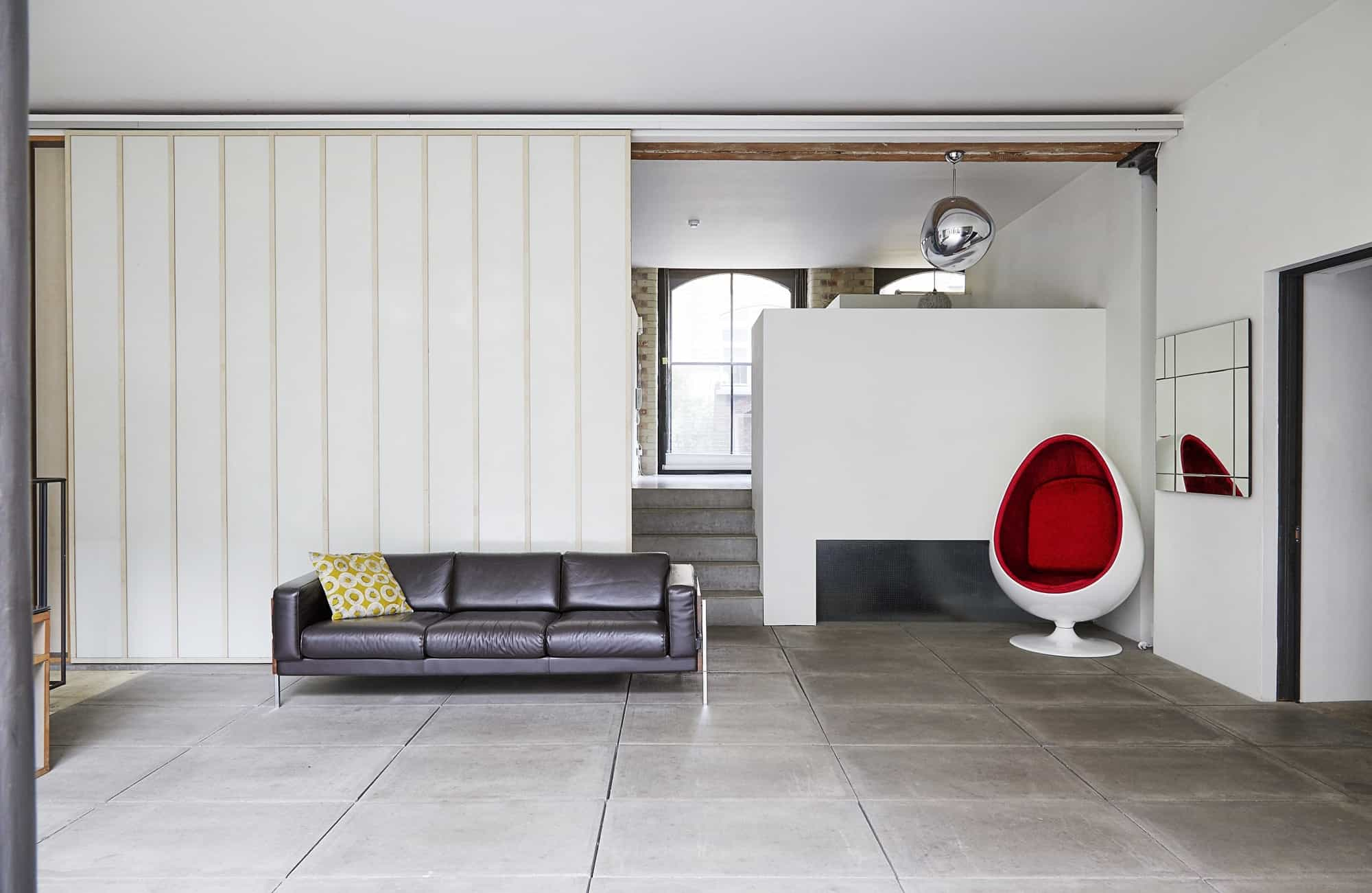 Dingley EC1V - A minimalist Japanese style apartment location with enclosed courtyard - The Location Guys