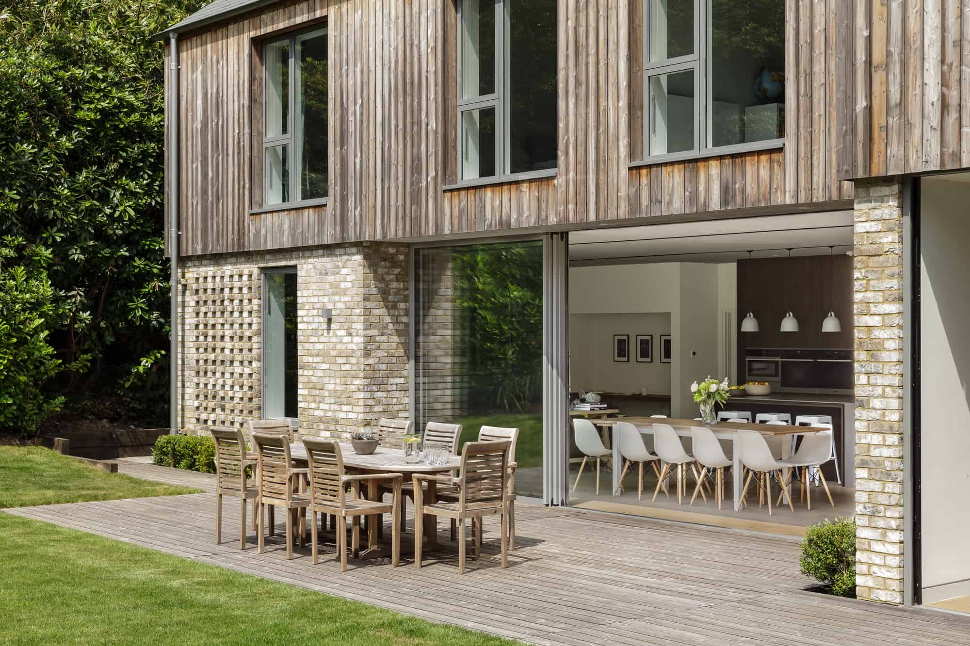 Haslemere GU27 - A stunning contemporary home flooded with natural light - The Location Guys