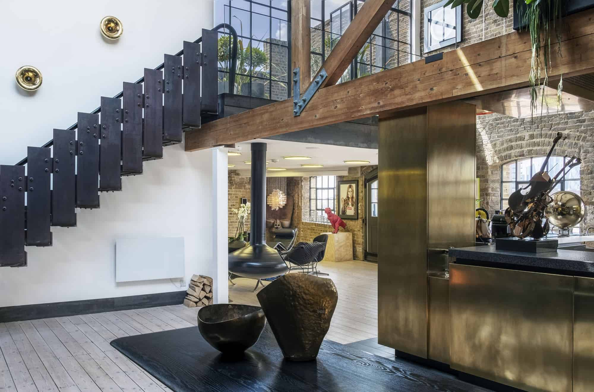 Wapping Penthouse E1W - Contemporary apartment filled with interesting art and boasting two roof terraces - The Location Guys
